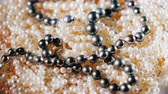 přídatný : Natural pearls are white and black. Background of jewelry Dostupné videozáznamy