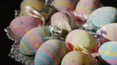 fundo colorido : We meet Easter. Easter eggs on a silver platter