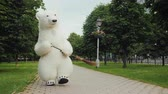 метла : A bear cleaner sweeps the street. He holds a broom in his paws. Cleanliness in the city concept