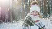 kapesník : Portrait of a happy little girl wrapped in a plaid in a snow-covered winter forest