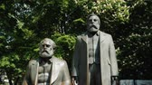 socialismo : Berlin, Germany, May 2018: The monument to Karl Marx and Friedrich Engels in the center of Berlin