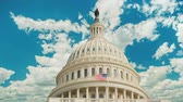 hükümet : Timelapse video: Capitol building in Washington, DC. Clouds are swiftly floating on the building.