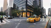 kereszt : New York, USA, September 2018: Famous yellow taxis ride along the streets of Manhattan Stock mozgókép
