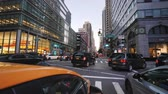 pendulares : New York, USA, September 2018: Riding in Manhattan in the famous yellow taxi