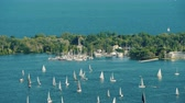 수분이 많은 : Sailing Regatta Around Central Island Opposite Toronto Canada
