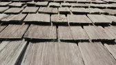dachówka : Wooden roof of an old american house. Made of wooden tiles