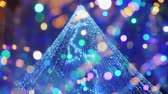 luces de noche : Street festive lighting, blurry lights of a Christmas tree