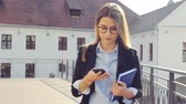 Business woman texting on smartphone in the city. Stok Video