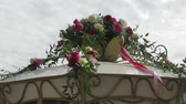 cartn corrugado : Details of the decoration wedding carriages