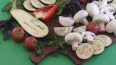 de bom gosto : Champignon and fresh vegetables on a kitchen table for cooking dishes from mushrooms