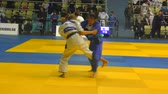 dövüş sanatları : Orenburg, Russia - October 21, 2017: Girls compete in Judo at the all-Russian Judo tournament among boys and girls dedicated to the memory of VS Chernomyrdin Stok Video