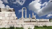Ürdün : Amman city landmarks-- old roman Citadel Hill, Jordan Stok Video