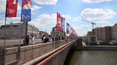orta : Welcome flags on Moscow streets in honor of the 2018 FIFA World Cup in Russia Stok Video