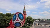 fãs : Official symbols of the 2018 FIFA World Cup in Russia (against the background of Moscow landmarks) Vídeos