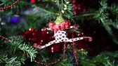 karácsony : Beautiful christmas tree with decorative chritmas toys