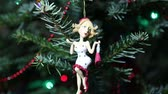 koncepciók : Beautiful christmas tree with decorative chritmas toys