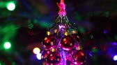 decoração do natal : Beautiful christmas tree with decorative chritmas toys