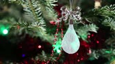 fény : Beautiful christmas tree with decorative chritmas toys