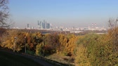 plataforma : View of the central Moscow from Sparrow Hills or Vorobyovy Gory observation platform 15 m above the Moskva river, or 200 m above sea level. Moscow, Russia Vídeos