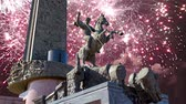 complexo : Fireworks over the Monument to Saint George slaying a dragon on Poklonnaya hill in Victory Park, Moscow, Russia - memorial complex constructed in memory of those who died during the Great Patriotic war