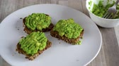 概念 : Spreading mashed avocado on toast and sprinkle with salt and spices. Healthy vegan breakfast.
