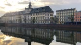 ciel : Historical center of Wroclaw - the university and the Oder River Embankment, Poland. Time lapse Vidéos Libres De Droits
