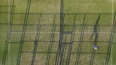 tribunal : View from the height of the tennis court where people warm up before the game