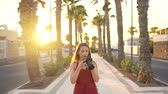 muhabir : Photographer tourist woman taking photos with camera in a beautiful tropical landscape at sunset