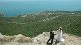 union : bride and groom on a cliff