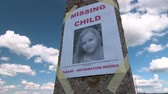 desaparecido : Missing person poster with photo of little girl are posted on pole tilt up Vídeos