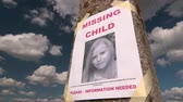 desaparecido : Missing person poster with photo of little girl are posted on pole time-lapse Vídeos