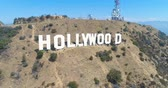 arboles : Aerial Drone Vista del cartel de Hollywood, California Archivo de Video
