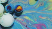 gravitace : Colorful Bubbles In Beautiful Universe Multicolor. Space Universe, Fantastic Hypnotic Surface. Abstract Pattern Chemical Reaction Texture Liquid Paint Motion Bubble In Water Color White And Blue. Dostupné videozáznamy