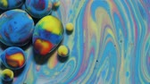molecola : Colorful Bubbles In Beautiful Universe Multicolor. Space Universe, Fantastic Hypnotic Surface. Abstract Pattern Chemical Reaction Texture Liquid Paint Motion Bubble In Water Color White And Blue. Filmati Stock