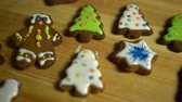 perník : Close-up of Christmas multicolored gingerbread cookies lie on a light wooden table. Dostupné videozáznamy