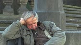 despertar : Authentic emotion homeless man senior asleep and awakening, Europe