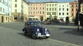 otuz : OLOMOUC, CZECH REPUBLIC, JULY 5, 2018: Historic cars veterans on a public car ride through city of Olomouc drive people, first arriving of Opel Olympia 1939, Aero 30 1939, 1908 Buick Model 10 Stok Video
