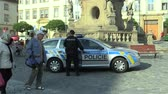 dakloze : OLOMOUC, CZECH REPUBLIC, SEPTEMBER 2, 2018: Police solves the problem of the homeless on the plague column, drinking alcoholic beverages in public, police new car, conflict authentic, policemen