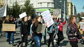 odporność : BRNO, CZECH REPUBLIC, SEPTEMBER 20, 2019: Friday for future, demonstration against climate change, banner detention isnt the end of the world climate crisis is, students crowd ecology Wideo