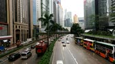 dubbeldekker : The Gloucester Road in Wanchai, Hong Kong, on a rainy day Stockvideo