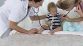 play : Provident Hospital personnel with a baby Stock Footage