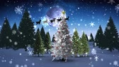 bez szwu : Digital animation of Santa and his sleigh flying over snowy christmas tree Wideo