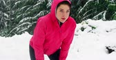 фитнес : Tired woman taking a break while jogging during snowfall Стоковые видеозаписи