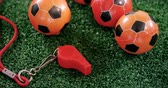 árbitro : Close-up of footballs and referee whistle on artificial grass 4k