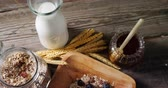 подсластитель : Close-up of breakfast cereals and jar of honey on wooden table 4k