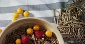 groselha : Bowl of cereal bran stick with golden berries and raspberries on a tablecloth 4k