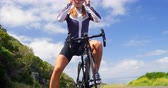 concorrente : Young Female cyclist wearing sunglasses in countryside road 4k