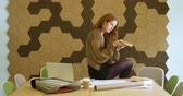 observar : Businesswoman selecting the shape of moldings tiles in the office 4k
