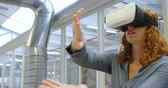 spolehlivost : Businesswoman using virtual reality headset in office 4k