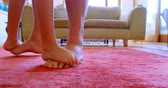 domicílio : Father and daughter dancing together in living room at home 4k Stock Footage